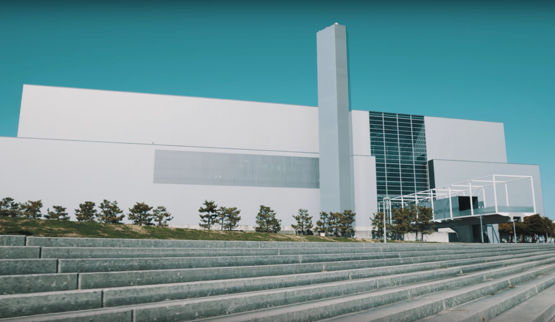 ホテル、工場、町並みなど動かない被写体のPR動画はカメラを動かす!